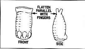 складываем лапку (руку) зайчику, вязанному крючком